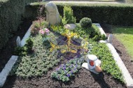 Ландшафтный дизайн при благоустройстве могил на кладбище - 18