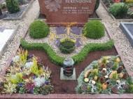 Ландшафтный дизайн при благоустройстве могил на кладбище - 23