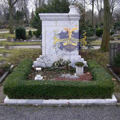 Эксклюзивные надгробные памятники модель 023Мемориал