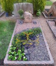 Ландшафтный дизайн при благоустройстве могил на кладбище - 43