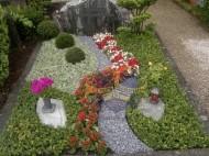 Ландшафтный дизайн при благоустройстве могил на кладбище - 48