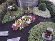 Ландшафтный дизайн при благоустройстве могил на кладбище - 55