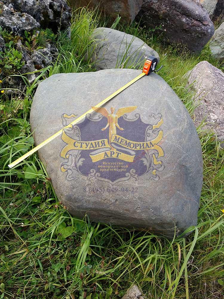 Мемориал Памятник валун на могилу