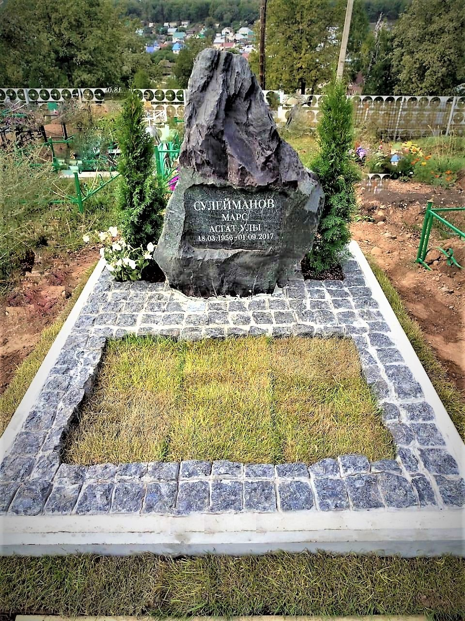 Памятники — Валуны