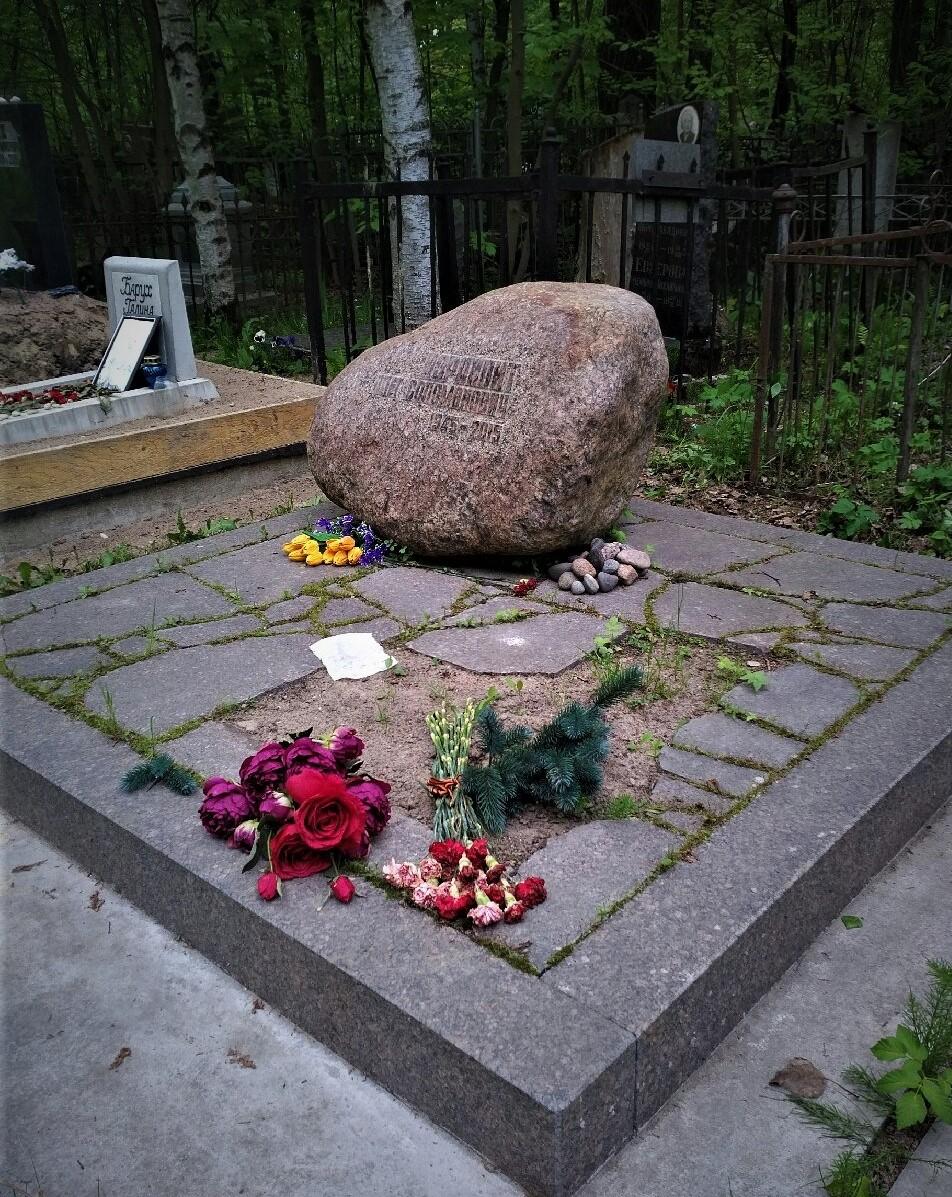 Установлен в г. Санкт-Петербурге, на Еврейском кл - Мемориал Арт